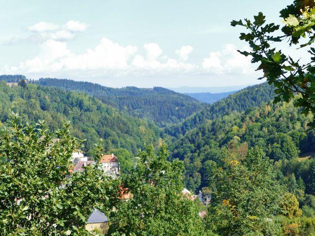 Bečov nad Teplou - pohled z Vyhlídky do údolí řeky Teplé
