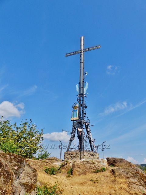 Bečov nad Teplou - železný kříž na Vyhlídce je produktem kovářského symposia