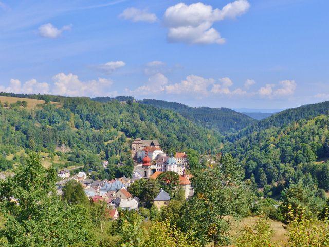 Bečov nad Teplou - pohled z Vyhlídky na městečko
