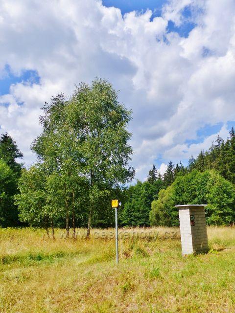 Bečov nad Teplou - cesta po zelené TZ ke Třem rybníkům pod stadionem