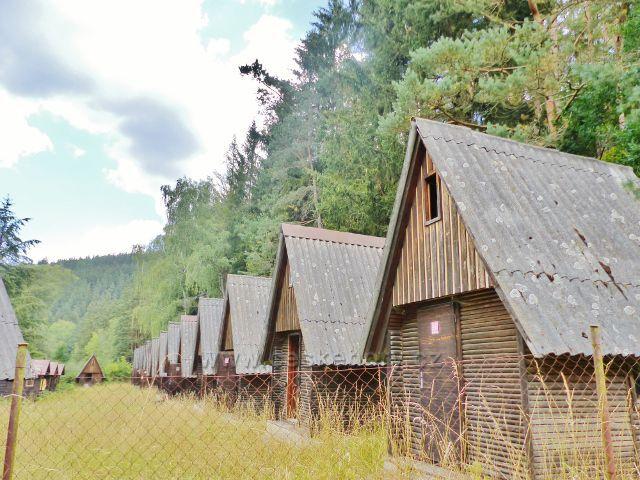 Bečov nad Teplou - opuštěný bývalý autokemp.Před revolucí se zde scházely rodiny z obou částí rozděleného Německa.