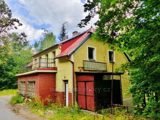 Bečov nad Teplou - výletní restaurace Hubertus byla kdysi vyhledávaným místem. I ona má svou slávu již za sebou.
