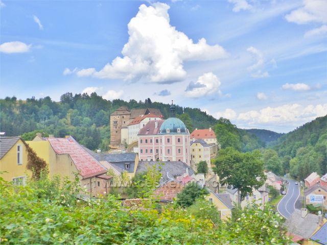 Bečov nad Teplou - pohled od kostela k Plzeňské ulici