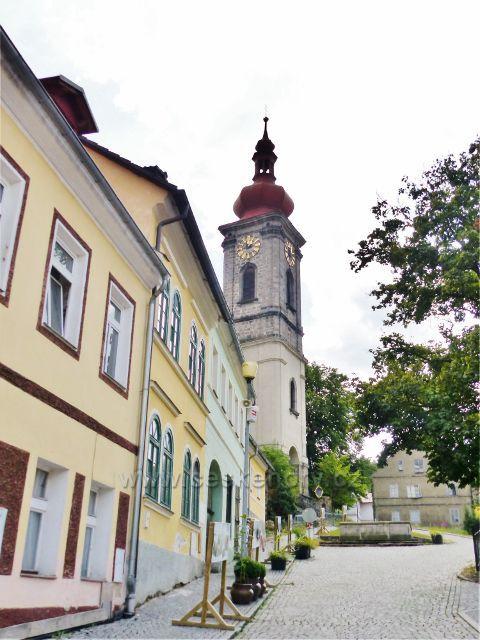 Bečov nad Teplou - pohled z náměstí do Kostelní ulice