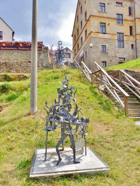 Bečov nad Teplou - výtvory Kovářského symposia podél Bečovských schodů