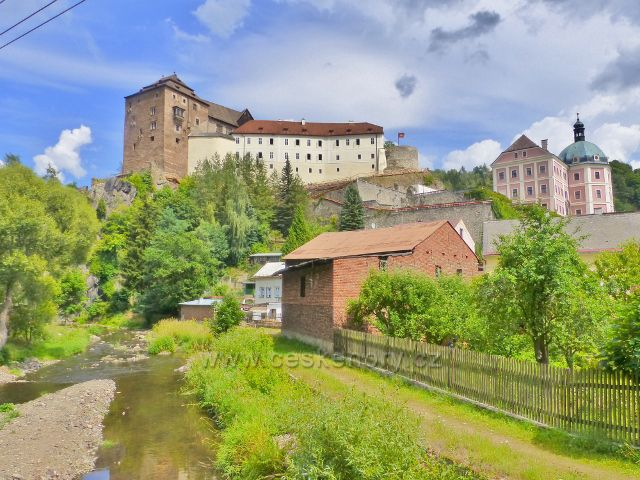 Bečov nad Teplou - řeka Teplá pod hradem