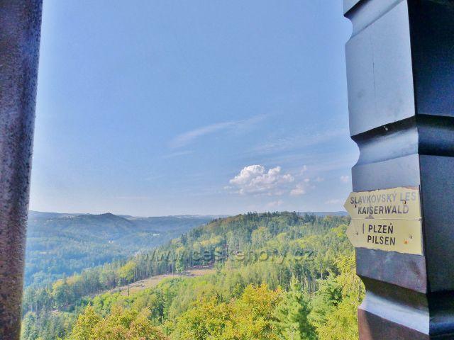 Karlovy Vary - pohled z rozhledny Diany na Slavkovský les a směrem k Plzni