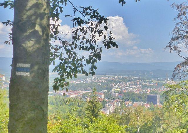 Karlovy Vary - pohled na město od horní stanice lanovky Diana