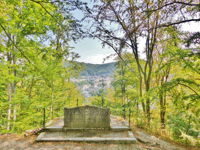Karlovy Vary - vyhlídkové místo u trasy po modré TZ pod Dianou