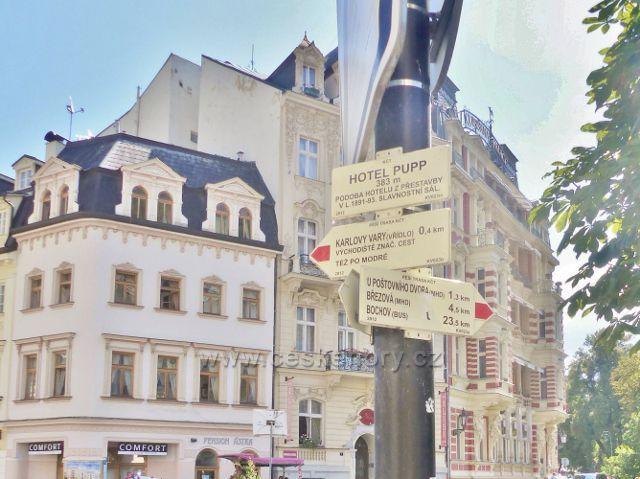 """Karlovy Vary - turistický rozcestník """"Hotel Pupp, 383 m.n.m."""""""