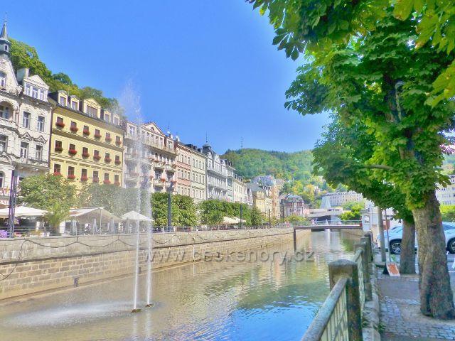 Karlovy Vary - vývěr vřídla v řečišti Teplé