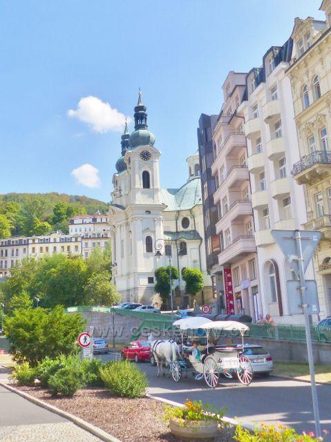 Karlovy Vary - koňský kočár pod kostelem sv. Máří Magdalény