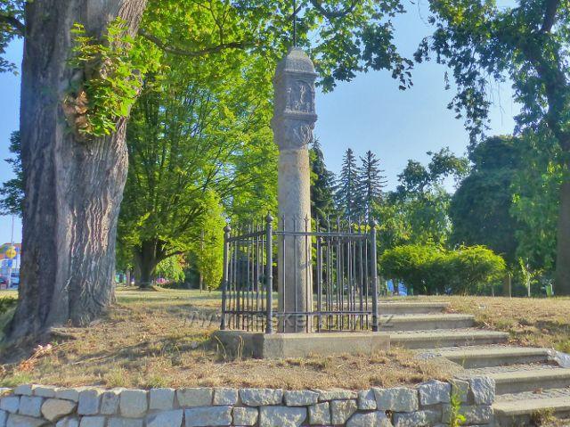 Tachov - Boží muka na okraji parčíku u autobusového nádraží(t.zv.Horní náměstí) jsou kulturní památkou města