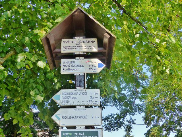 """Tachov - turistický rozcestník """"Světce jízdárna, 490 m.n.m."""""""