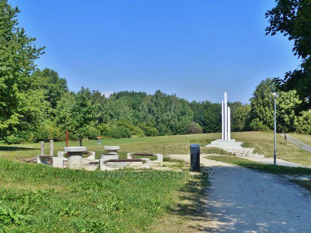 Tachov - odpočinkové místo s veřejným ohništěm v areálu památníku Bitvy u Tachova
