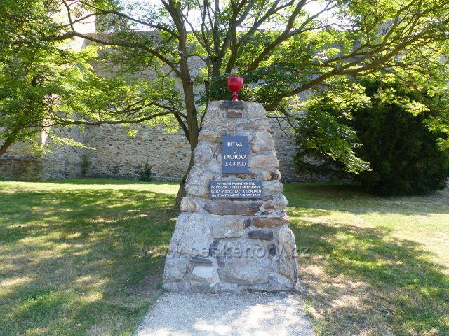 Tachov - památník Bitvy u Tachova před městským opevněním