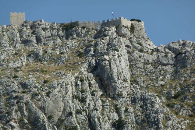 Omiš, zřícenina pevnosti Fortica, stará více jak 500 let.