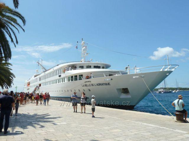 Hvar a franc.loď Kráska Jadranu