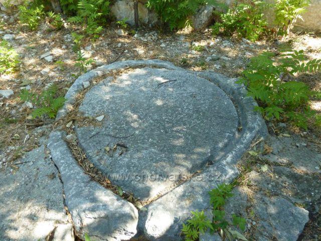 Stare Selo pod horským masivem Mosor snad zde stával lis na olivy
