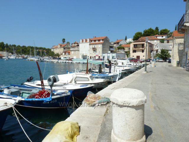 Milna na ostrově Brač marina