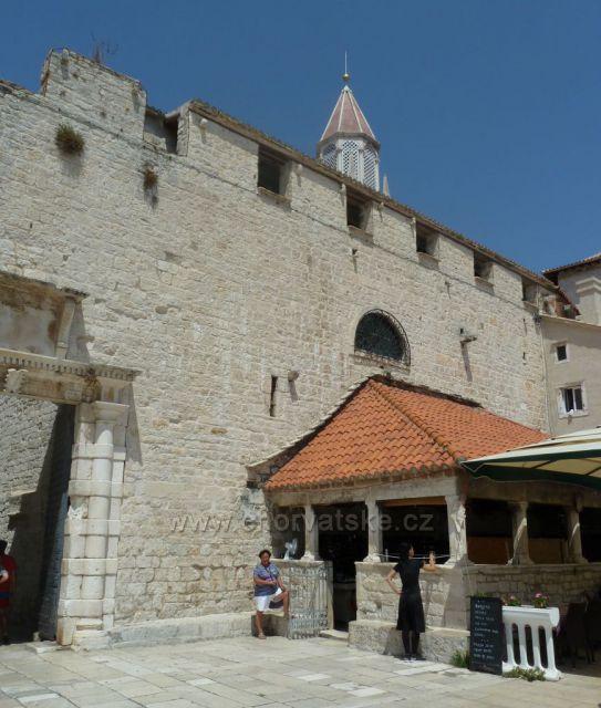 Trogir Jižní brána a Mala Loža