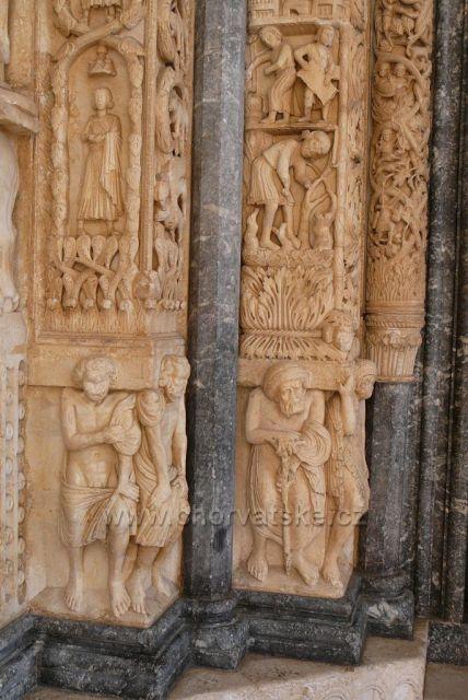 Trogir katedrála Sv.Vavřince ze 13.století portál mistra Radovana