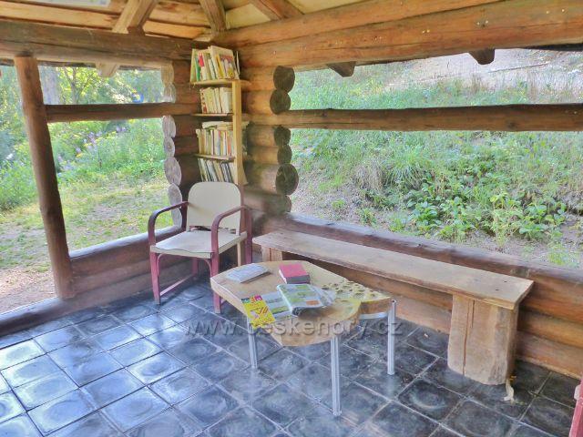 Bečovská botanická zahrada - interiér čítárny