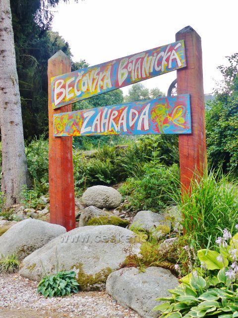 Bečovská botanická zahrada - poutač na okraji zahrady