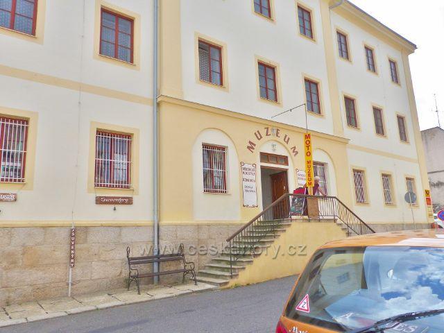 Bečov nad Teplou - objekt bývalého soudu, dnes sídlo muzea