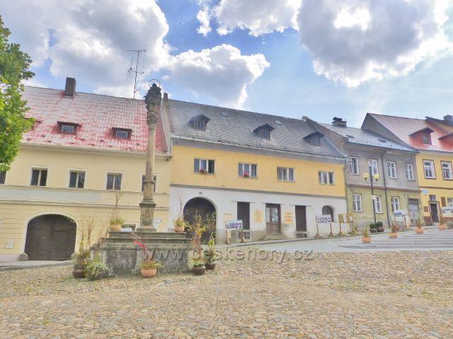 Bečov nad Teplou - objekt bývalého řeznictví fy.Hanzlík a drogerie fy.Novák na náměstí 5.Května
