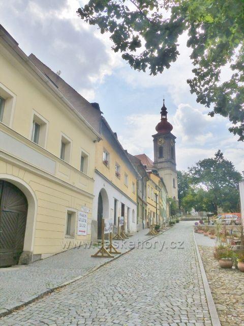 Bečov nad Teplou - pohled do Kostelní ulice
