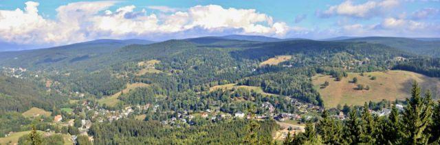 Tanvaldský Špičák-výhled ze skalní vhlídky