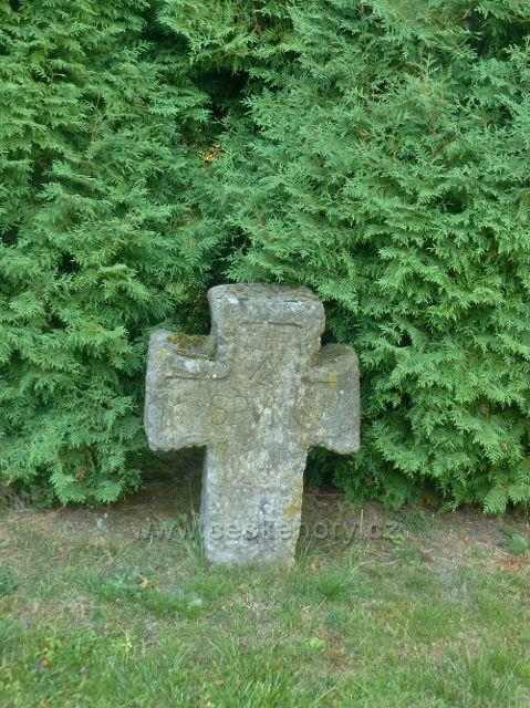 Aš - smírčí kříž v zámeckém parku