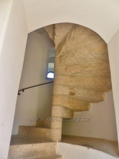 Aš - kamenné točité vnitřní schodiště rozhledny Háj