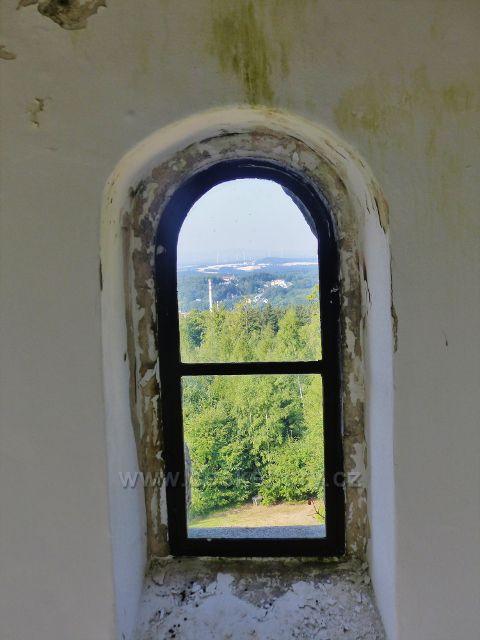 Aš - pohled ze schodišťového okna rozhledny Háj