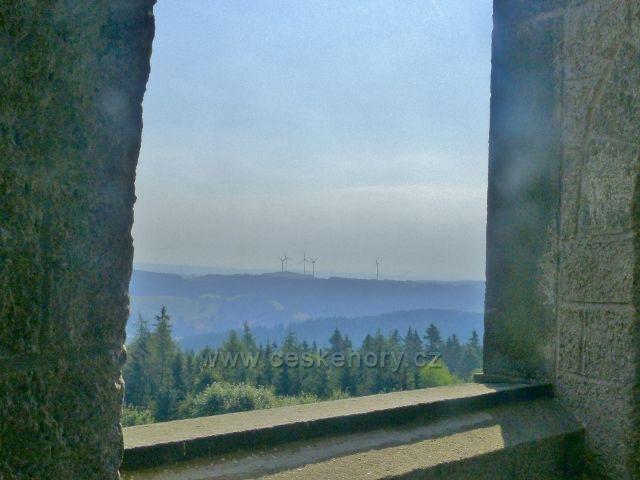 Aš - pohled z rozhledny Háj k německým větrným elektrárnám