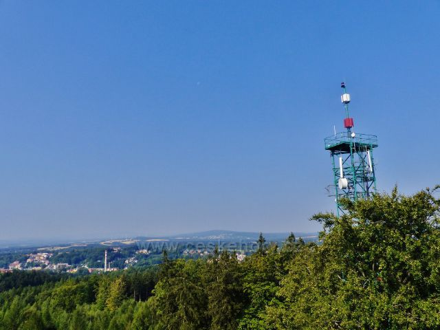 Aš - pohled z rozhledny Háj na sousední telekomunikační věž a na město