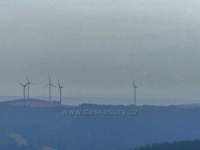 Aš - pohled z rozhledny Háj na větrné elektrárny v Německu