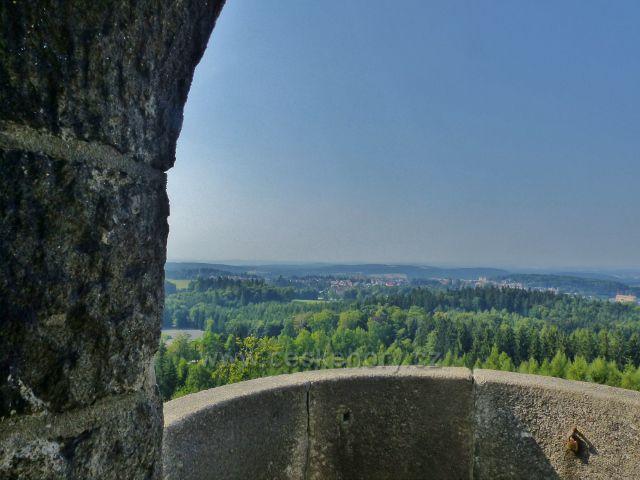 Aš - pohled z rozhledny Háj k pohraničním lesům
