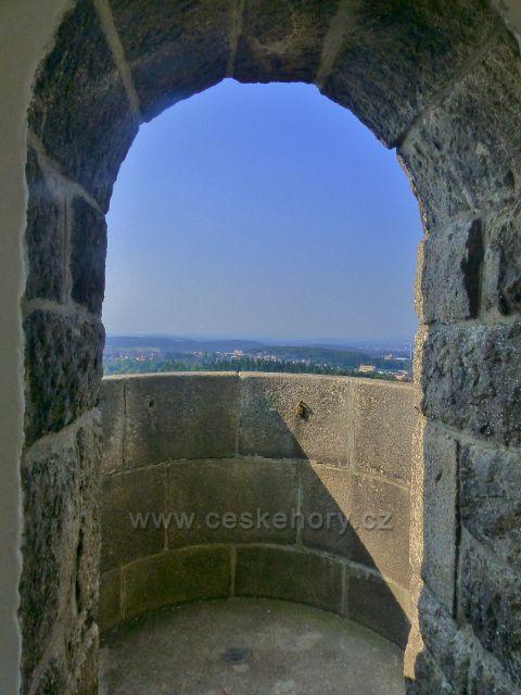 Aš - výhledové okno pod kopulí rozhledny Háj