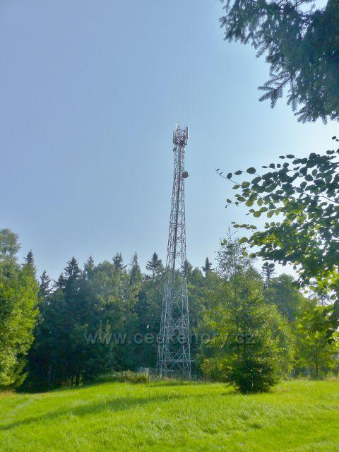 Aš - telekomunikační věž nad sjezdovkou na vrchu Háj