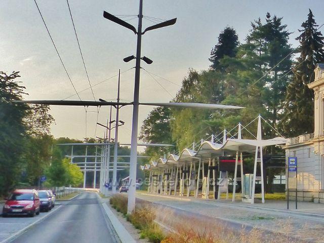 Mariánské Lázně - autobusové nádraží přímo navazuje na nádraží vlakové