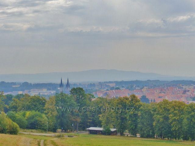 Cheb - pohled z úbočí Špitálského vrchu na město