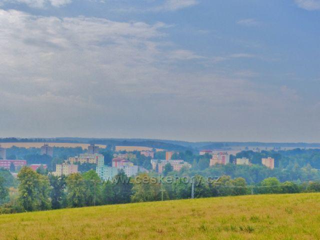 Cheb - pohled ze Špitálského vrchu na panelovou zástavbu na okraji města
