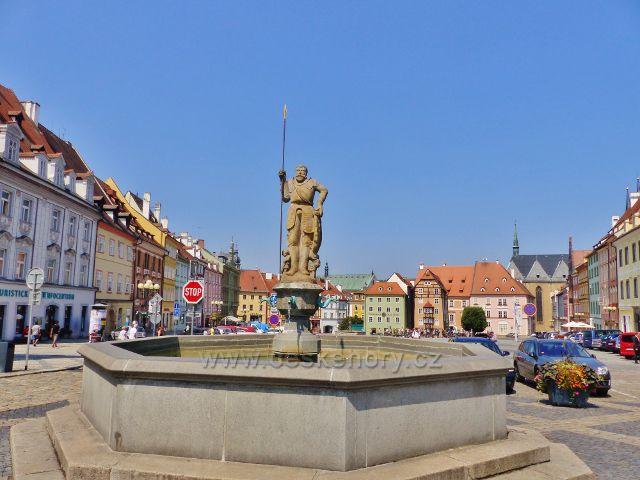 Cheb - kašna rytíře Rolanda na náměstí Krále Jiřího z Poděbrad