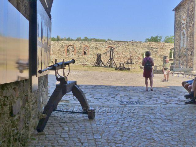 Cheb - pohled do hradního nádvoří