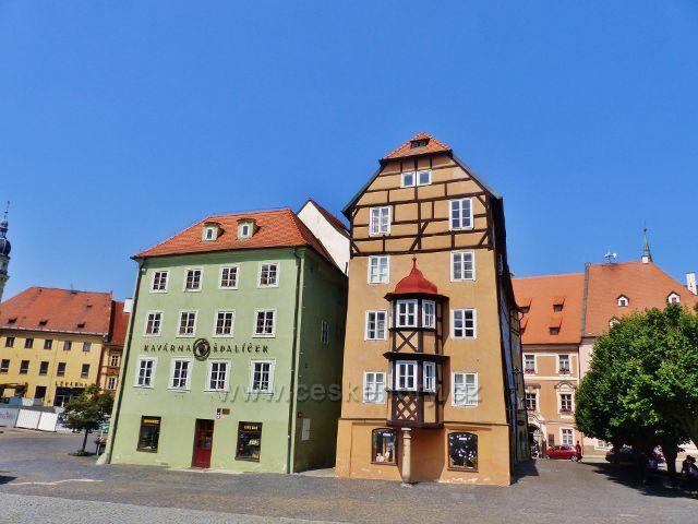 Cheb - Špalíček, blok osmi středověkých měšťanských domů na náměstí Krále Jiřího z Poděbrad