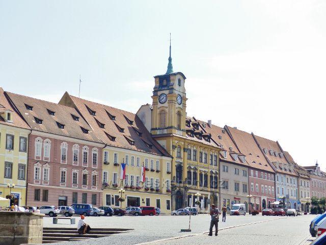 Cheb - Městský úřad vedle staré radnice na náměstí Krále Jiřího z Poděbrad