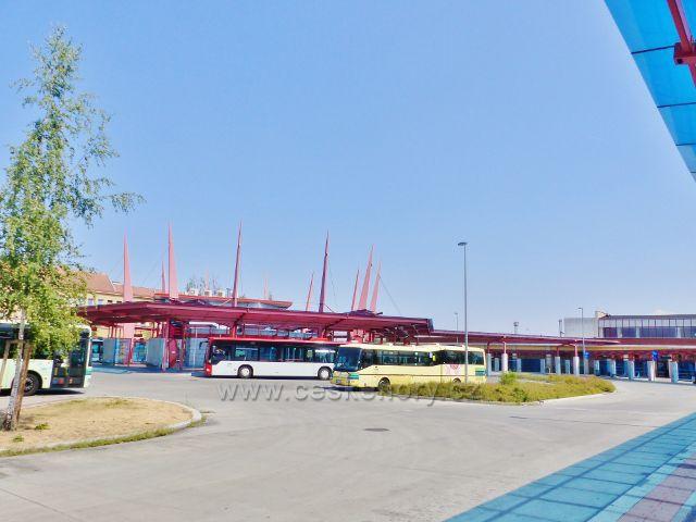 Cheb - autobusové nádraží na náměstí Dr.Milady Horákové je hned vedle nádraží vlakového