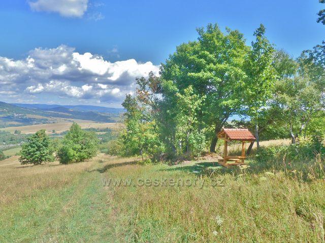 Podlesí - nový turistický přístřešek na úbočí Pohořelce u trasy po modré TZ ze Severomoravské chaty do Podlesí